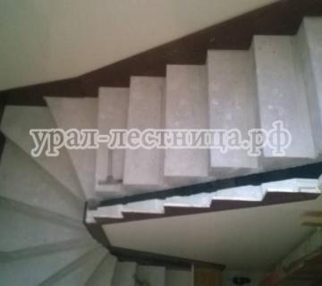 Обивка бетонной лестницы лиственницей в Косулино
