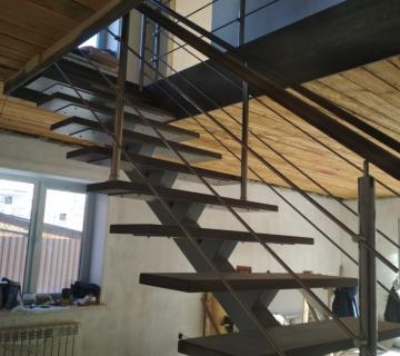 Полностью лестница на железном каркасе