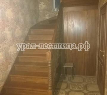 Лестница из бука с зашивкой низа лестницы и изготовление двери