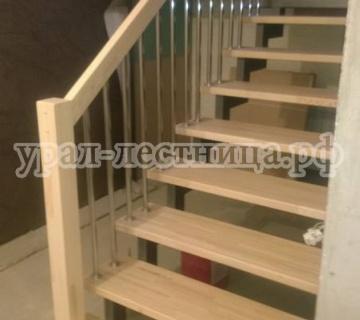 Лестница в Среднеуральске на железном каркасе