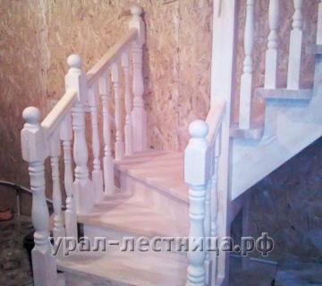 Лестница из лиственницы в поселке Ключевск