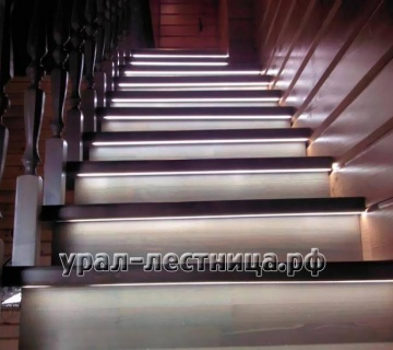 Лестница на металлическом каркасе с подсветкой