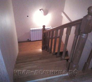 Лестница с фальшстеной