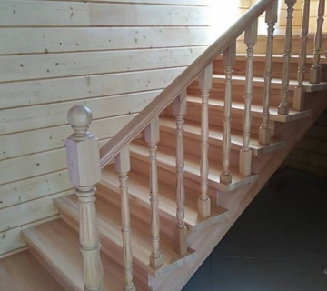 Лестница полностью из бука установлена в Челябинске