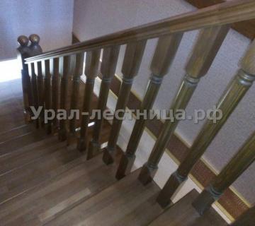 Лестница на металлокаркасе «Косоурный» обшита буком