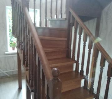 Деревянная лестница со ступенями из бука