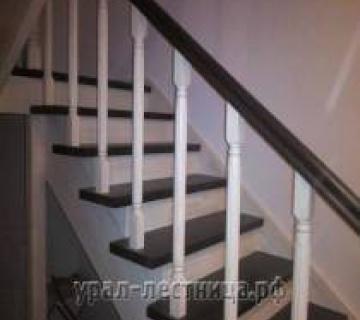 Чёрно-белая лестница в Екб (Первомайский)