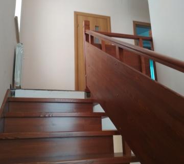 Две лестницы в подвал и на второй этаж г. Балтым