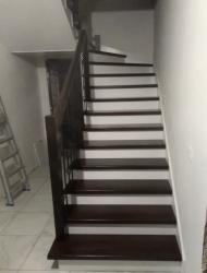 Обшивка железного каркаса лестницы
