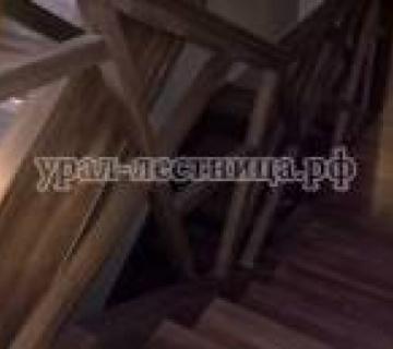 Лестница из Бука с подсветкой и оригинальными ограждениями
