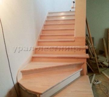 Обшивка бетонной лестницы массивом бука