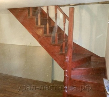 Компактная лестница в городе Реж