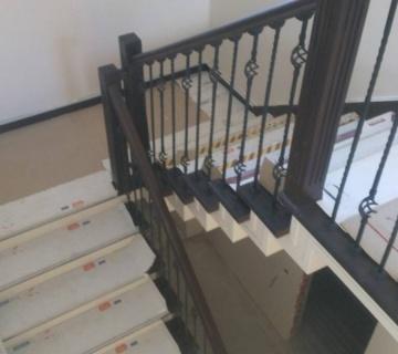 Облицовка буком лестницы на металлокаркас