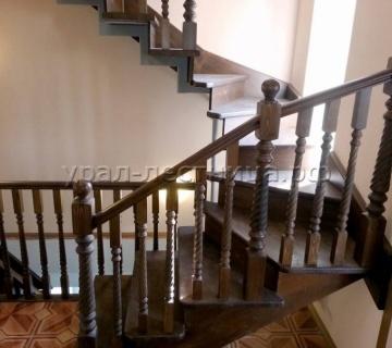 Лестница на металлокаркасе в поселке Бажова
